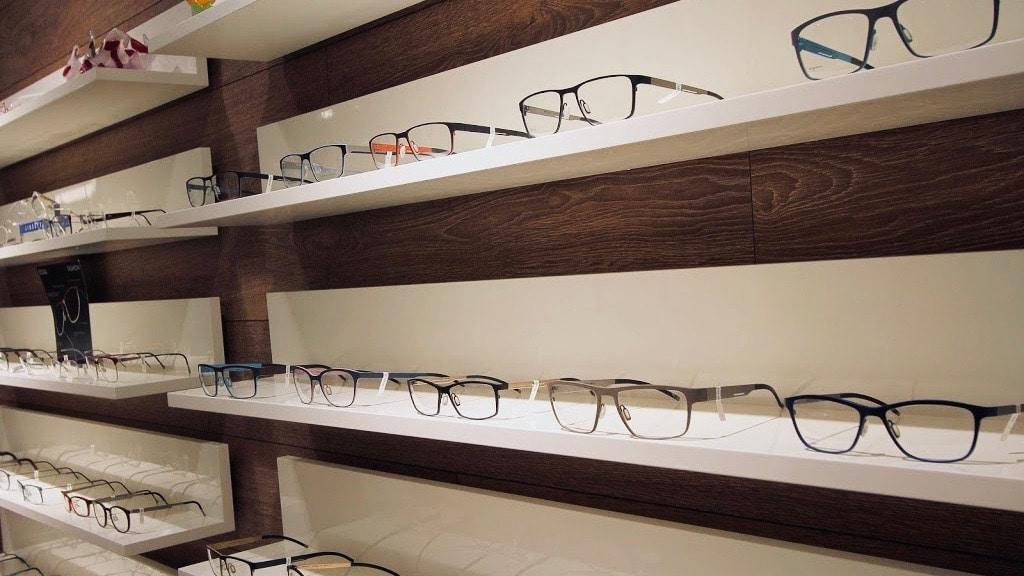 AC Optik - Hylde med briller